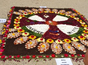 """Banner of flowers """"Jesus our center"""""""